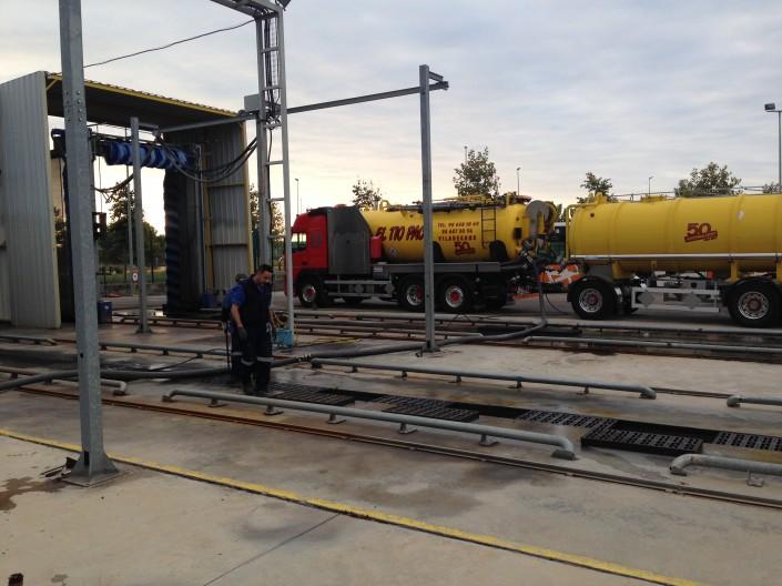 trabajos revisa camiones