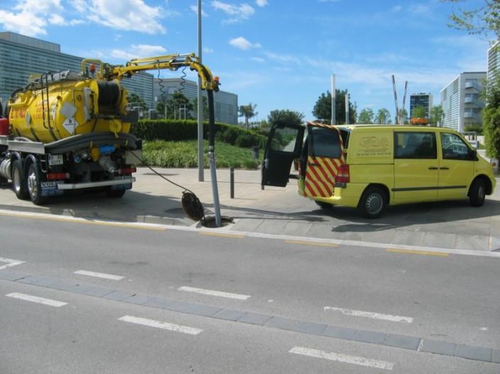 servicio vehiculo amarillo