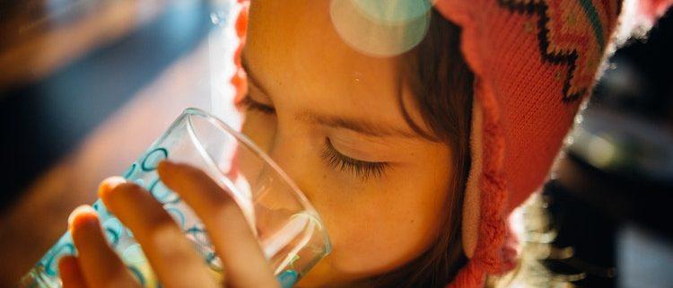 beneficios de beber agua para la salud